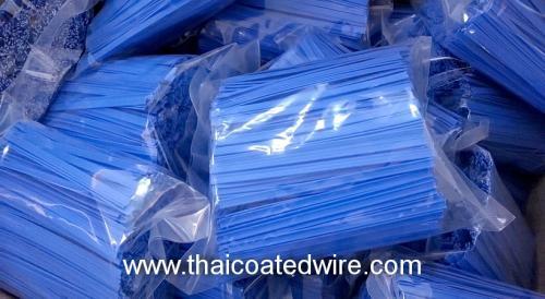 ลวดเส้นคู่ เคลือบ PVC สีน้ำเงิน กว้าง 5mm แบบตัด 8cm บรรจุห่อละ 500 เส้น